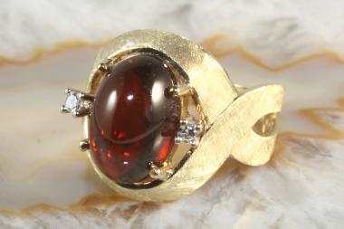 Granatring mit Diamanten Gold 585
