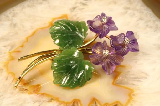 Veilchen Brosche Amethyst Jade Diamanten Gelbgold  585