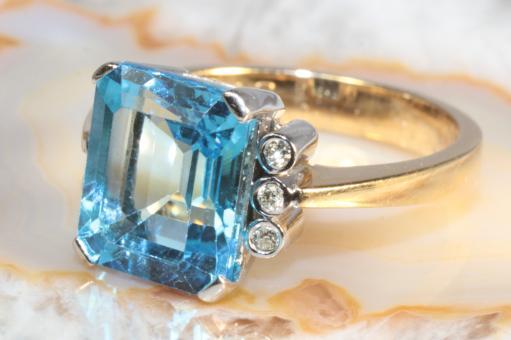 Blautopas Ring mit Brillanten Gold 750
