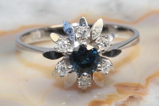 Saphir Ring mit Brillanten Weißgold 585
