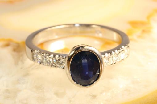 Saphir Ring mit Brillanten Weißgold 750