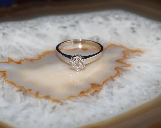goldring wei gold 585 mit sieben diamanten second hand schmuck. Black Bedroom Furniture Sets. Home Design Ideas