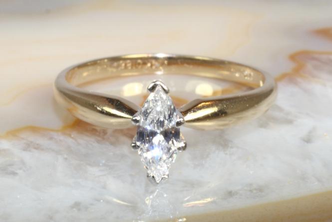 Diamantring Navette-Schliff Gold 585