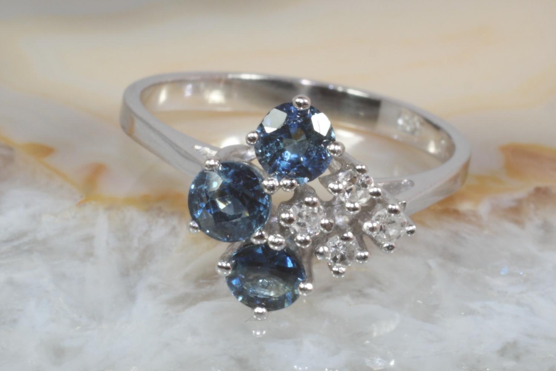 ring wei gold 585 mit saphiren und diamanten second hand schmuck. Black Bedroom Furniture Sets. Home Design Ideas
