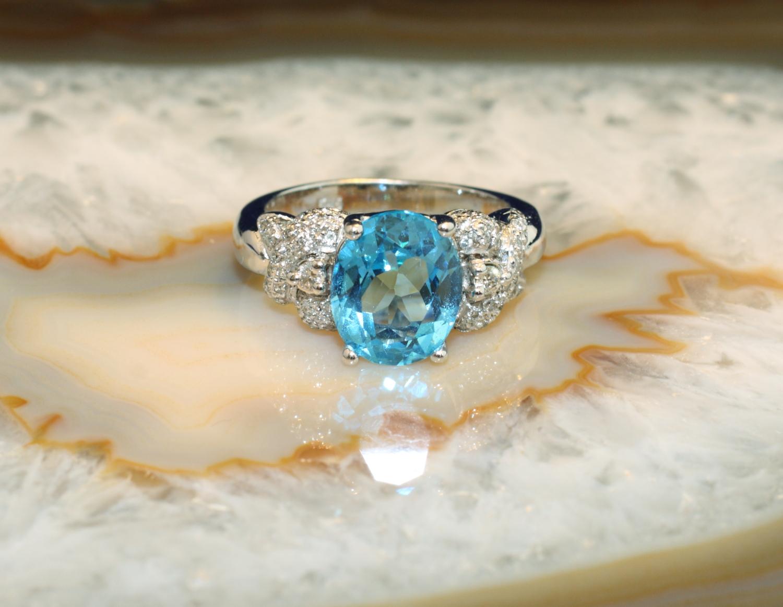 ring weissgold 585 mit swiss blue topas und 60 brillanten second hand schmuck. Black Bedroom Furniture Sets. Home Design Ideas