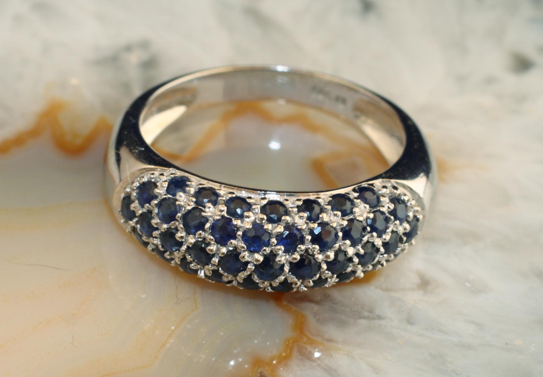 ring wei gold 585 mit saphiren second hand schmuck. Black Bedroom Furniture Sets. Home Design Ideas