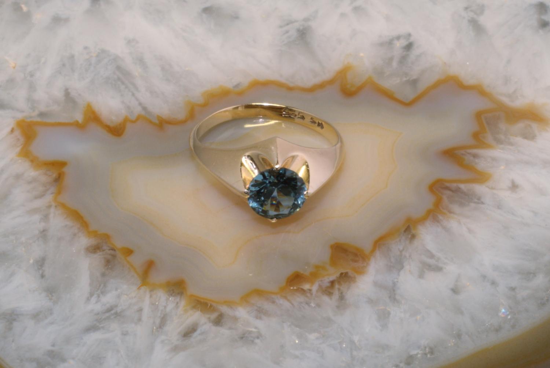 ring gold 585 mit synthetischem stein second hand schmuck. Black Bedroom Furniture Sets. Home Design Ideas