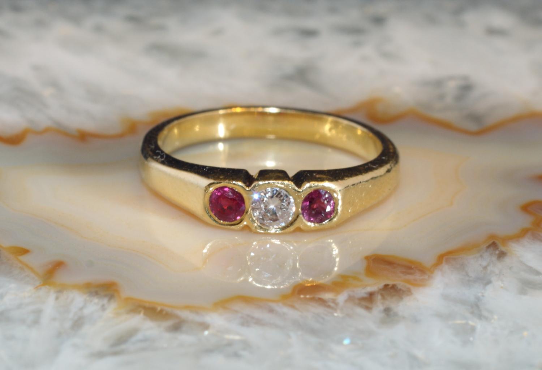 rubin ring mit diamant gold 750 second hand schmuck. Black Bedroom Furniture Sets. Home Design Ideas