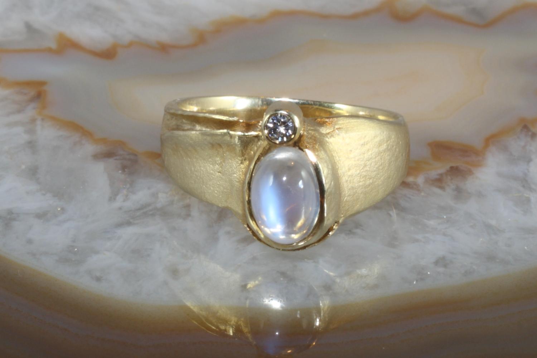 mondstein ring mit brillant gold 585 second hand schmuck. Black Bedroom Furniture Sets. Home Design Ideas