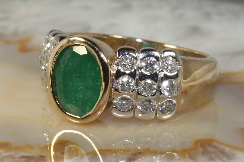 smaragd ring mit brillanten gold 585 second hand schmuck. Black Bedroom Furniture Sets. Home Design Ideas