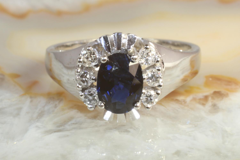 saphir ring mit sechs brillanten gold 585 second hand schmuck. Black Bedroom Furniture Sets. Home Design Ideas